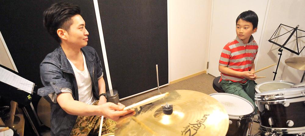 ドラム教室のアッシュドラムスタジオ キッズドラムレッスンの様子
