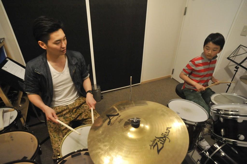 子どものドラムレッスンならアッシュドラムスタジオにお任せください